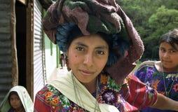 Portret piękna Indiańska kobieta w kolorowych ubraniach Fotografia Royalty Free
