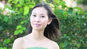 Portret piękna kobieta outside zdjęcie wideo