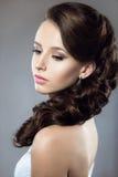 Portret piękna kobieta w ślubnej sukni ja Zdjęcie Stock