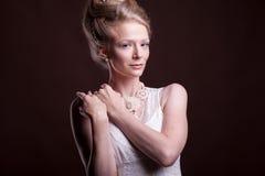 Portret piękna kobieta w rocznika wiktoriański sukni Fotografia Stock