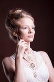 Portret piękna kobieta w rocznika wiktoriański sukni Zdjęcia Stock