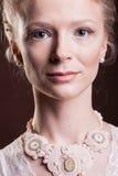 Portret piękna kobieta w rocznika wiktoriański sukni Zdjęcia Royalty Free