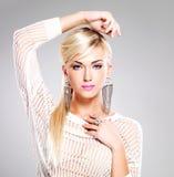 Piękna kobieta z mody makeup i tęsk biali włosy Zdjęcie Stock