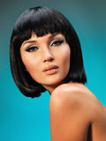 Portret piękna kobieta z koczek fryzurą fotografia royalty free