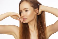 Portret piękna kobieta z perfect czystą skórą Zdroju spojrzenie, Wellness i zdrowie twarz, Dzienny makijaż Skincare rutyna obraz royalty free