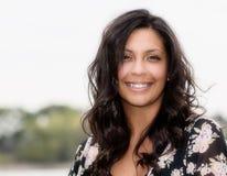 Portret Piękna Latynoska kobieta Szczęśliwa & Uśmiechnięta zdjęcie royalty free