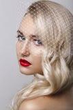 Portret piękna młoda blond kobieta z czysty twarzą czerwone usta Splendoru portret piękny kobieta model z wieczór makeup Fotografia Stock