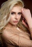 Portret piękna młoda blondynki dziewczyny mody fotografia obraz stock