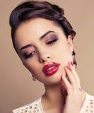 Portret Piękna młoda brunetki kobieta Fotografia Royalty Free