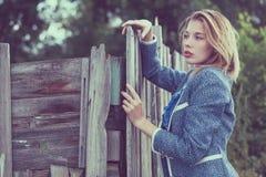 Portret piękna młoda dziewczyna outdoors Zdjęcie Stock