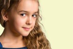 Portret piękna młoda dziewczyna Twarz szczęśliwy dziecko Zdjęcia Royalty Free