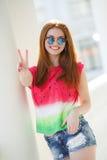Portret piękna młoda dziewczyna z wspaniałym czerwonym włosy Fotografia Stock