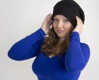 Portret piękna młoda kobieta w czarnym kapeluszu i Fotografia Royalty Free