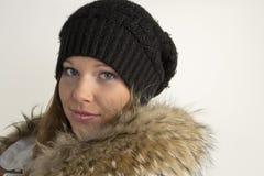 Portret piękna młoda kobieta w kapeluszu i futerku Zdjęcia Stock