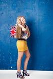 Portret piękna młoda kobieta z bagażem Obraz Stock