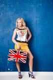 Portret piękna młoda kobieta z bagażem Fotografia Royalty Free