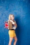 Portret piękna młoda kobieta z bagażem Zdjęcia Royalty Free