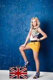 Portret piękna młoda kobieta z bagażem Fotografia Stock
