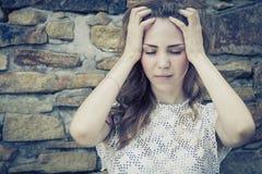 Portret piękna młoda smutna dziewczyna outdoors Fotografia Stock
