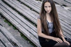 Portret piękna młoda smutna modniś dziewczyna outdoors zdjęcie stock
