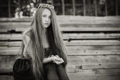 Portret piękna młoda smutna modniś dziewczyna outdoors Obraz Royalty Free