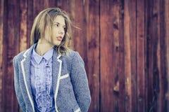 Portret piękna młoda szczęśliwa dziewczyna outdoors obrazy royalty free