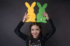 Portret piękna mała dziewczynka z królikami Obrazy Royalty Free