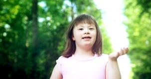 Portret piękna mała dziewczynka z puszka syndromem obrazy royalty free