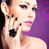 Portret piękna mody kobieta z jaskrawym makeup fotografia royalty free