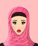 Portret piękna muzułmańska dziewczyna w wzorzystym hijab, kwiatu wzór Obrazy Stock
