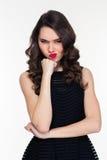 Portret piękna nieszczęśliwa retro projektująca kobieta w czerni sukni Zdjęcie Stock