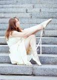 Portret piękna nowożytna balerina outdoors zdjęcia royalty free