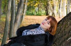 portret piękna przyglądająca kobieta Obraz Royalty Free