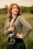 Portret piękna redhair dziewczyna w jesień parku. Zdjęcie Royalty Free