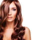 Portret piękna seksowna kobieta z długimi czerwonymi hairs Zdjęcia Royalty Free