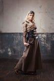 Portret piękna steampunk kobieta w lotników szkłach nad grunge tłem zdjęcia stock