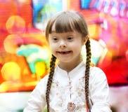 Portret piękne szczęśliwe dziewczyny zdjęcie royalty free