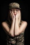 Portret piękni kobieta żołnierze w militarnym ubiorze na czarnym tle smucenie i rozpacz Obraz Stock