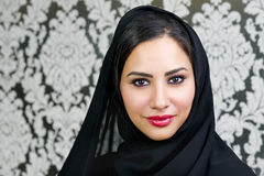 Portret Piękny Arabski kobiety ono uśmiecha się Obrazy Stock