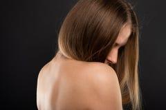 Portret piękny kobieta model z naga postać plecy zdjęcie royalty free