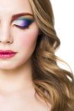 Portret piękny młody blondynu model z jaskrawym uzupełniał Obraz Royalty Free