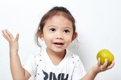 Portret piękny szczęśliwy długie włosy dziecko małej dziewczynki azjata Obraz Stock