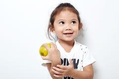 Portret piękny szczęśliwy długie włosy dziecko małej dziewczynki azjata Obrazy Stock