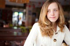 Portret piękny wspaniały młodej kobiety zbliżenie Fotografia Royalty Free