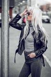 Portret piękna blondynki dziewczyna outside Zdjęcia Royalty Free