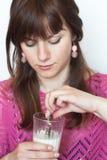 Portret piękna brunetka z biscui Obraz Royalty Free