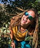 Portret piękna dziewczyna z dreadlocks zdjęcie stock