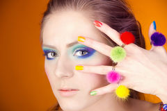 Portret piękna dziewczyna z jaskrawym makeup Zdjęcia Royalty Free