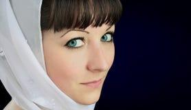 Portret piękna dziewczyna z niebieskimi oczami Obrazy Royalty Free