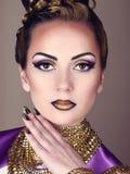 Portret piękna kobieta w egipcjanina stylu Zdjęcie Stock
